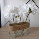 Composition florale blanche en tubes