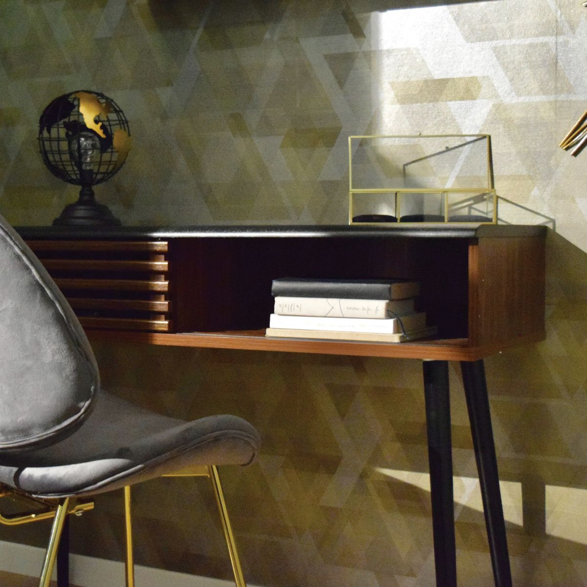 Console en bois avec tiroir ajouré et niche